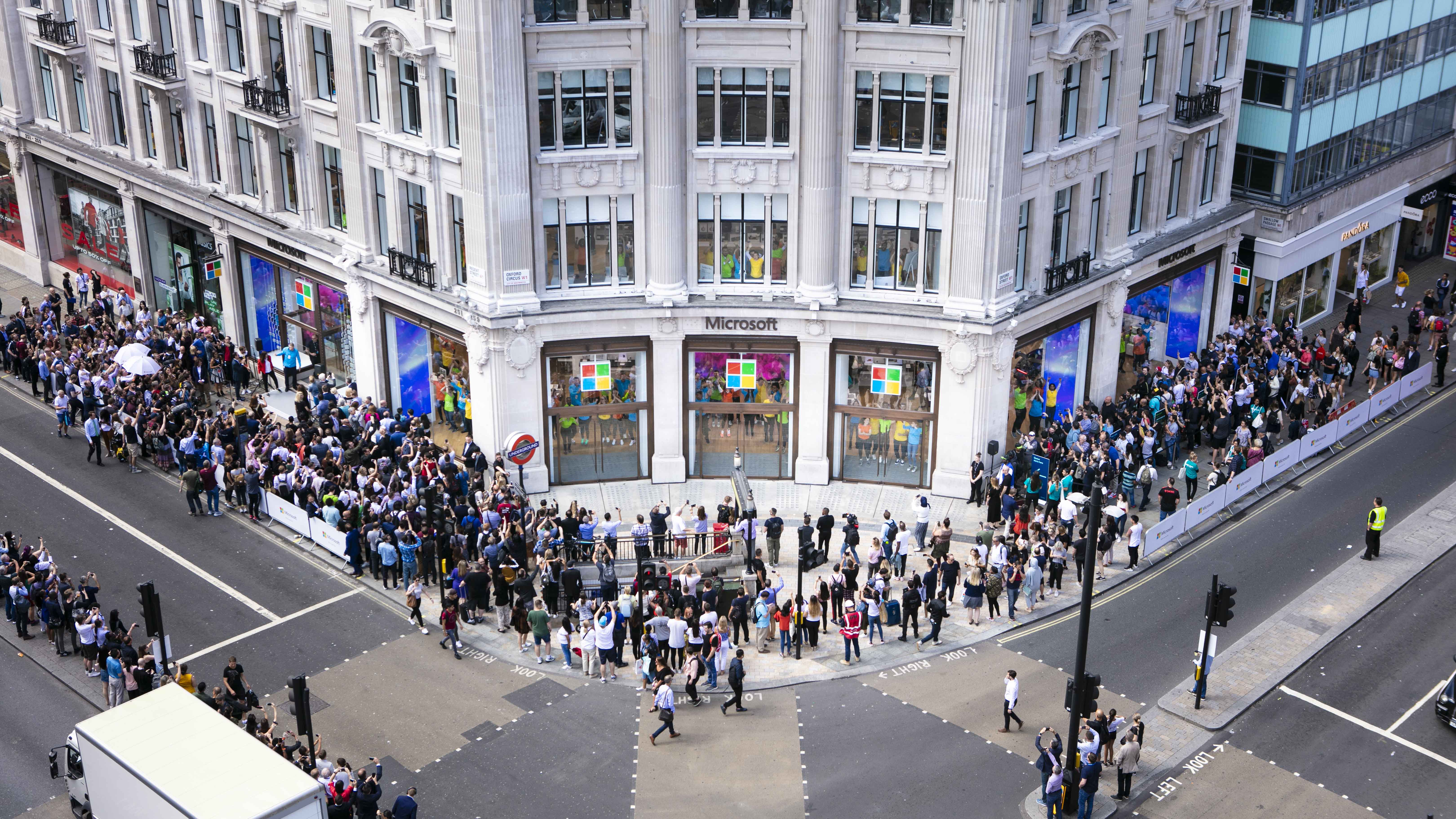 Queues Outside Microsoft Retail Store in Oxford St. - Mace Group