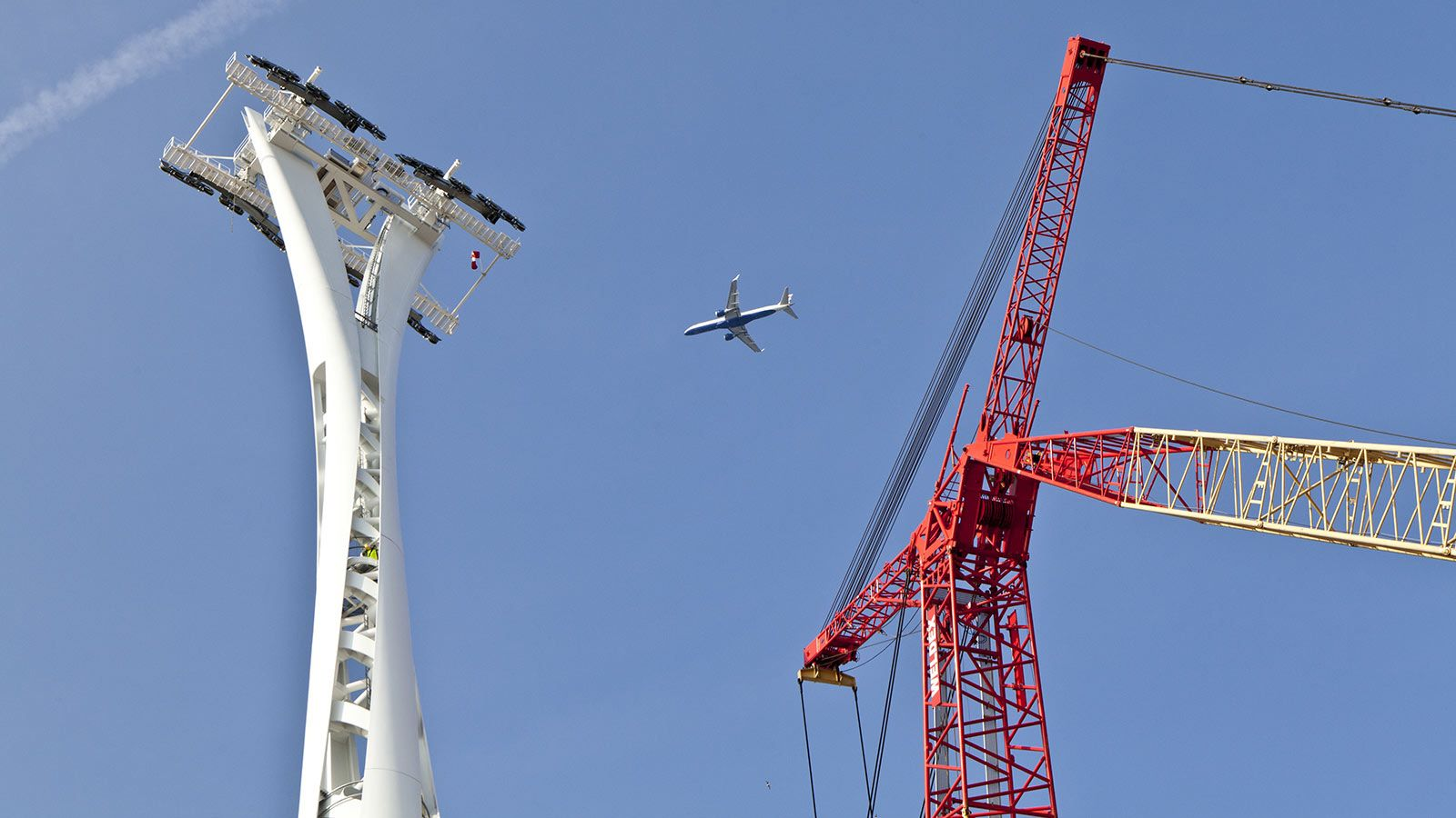 Plane Flying Over Emirates Air Line Cable Car - Mace Group